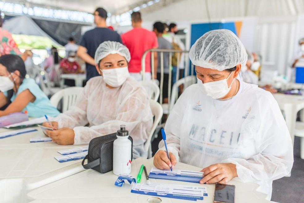 Maceió amplia vacinação para adolescentes de 13 anos  — Foto: Gabriel Moreira/ Secom
