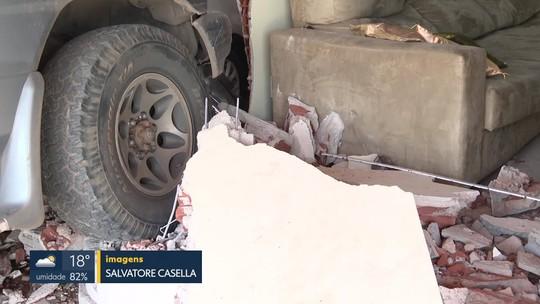 Motorista que invadiu três casas em Taguatinga foi solto após audiência de custódia