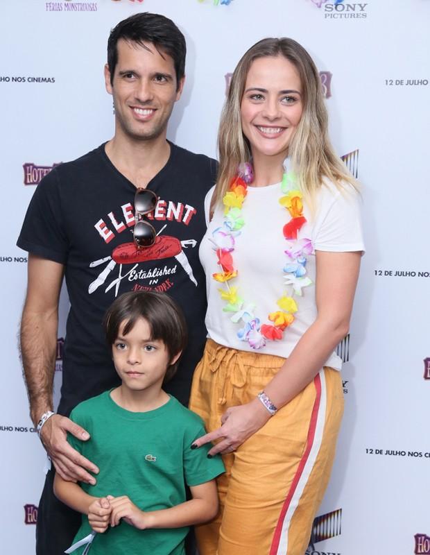 Juliana Silveira, João Vergara e o filho Bento (Foto: Anderson Borde/Agnews)