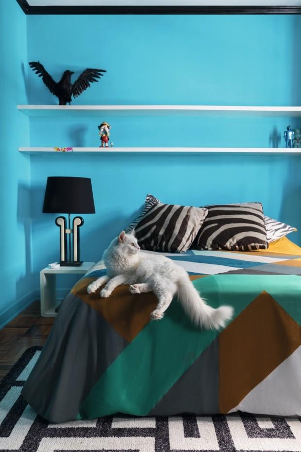 Amigos descolados tem apartamento colorido em SP (Foto: Lufe Gomes)