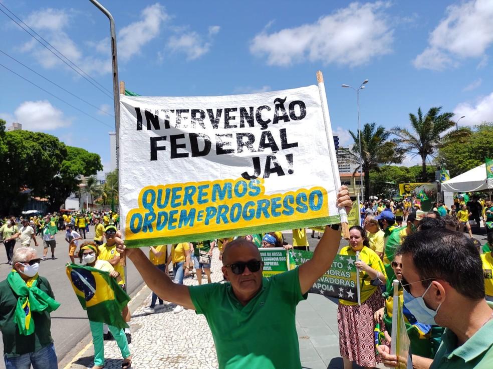 Natal, RN: Cartaz pede intervenção federal  — Foto: Lucas Cortez/Inter TV Cabugi