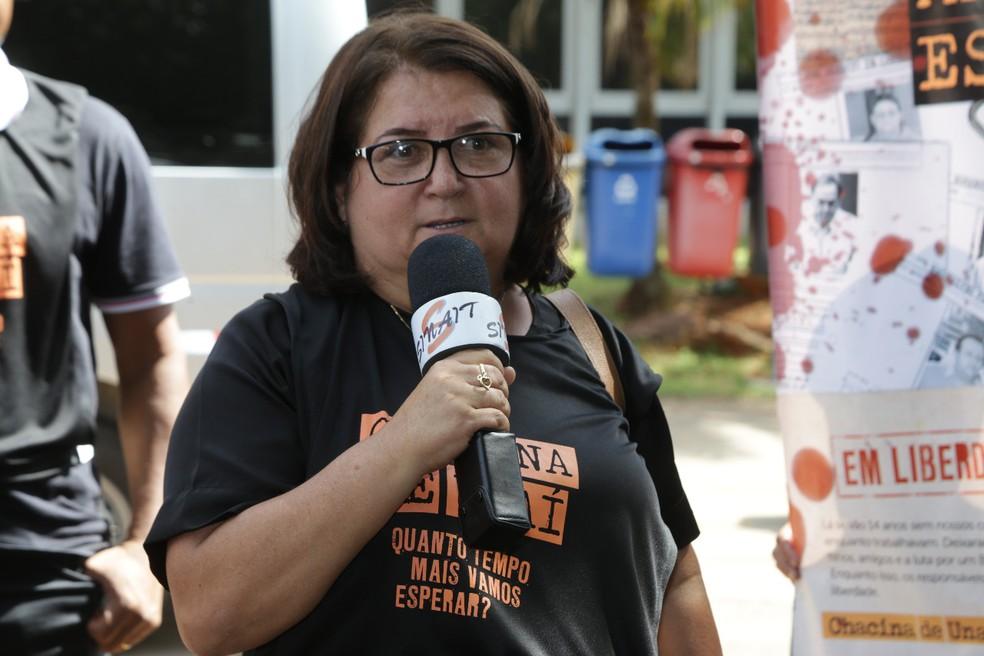 Helba Soares, viúva de Nelson José da Silva, em ato no TRF-1, em Brasília (Foto: Cristiano Eduardo/Sinait)