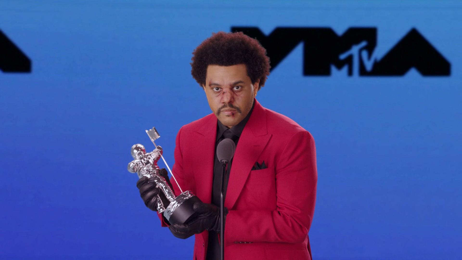Drake e Elton John manifestam apoio a The Weeknd após artista ficar de fora do Grammy e chamar organização de corrupta