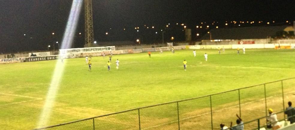 Estádio Geraldão recebeu partida controversa entre Crato x União (Foto: Richelieu Neto/Quixadá)