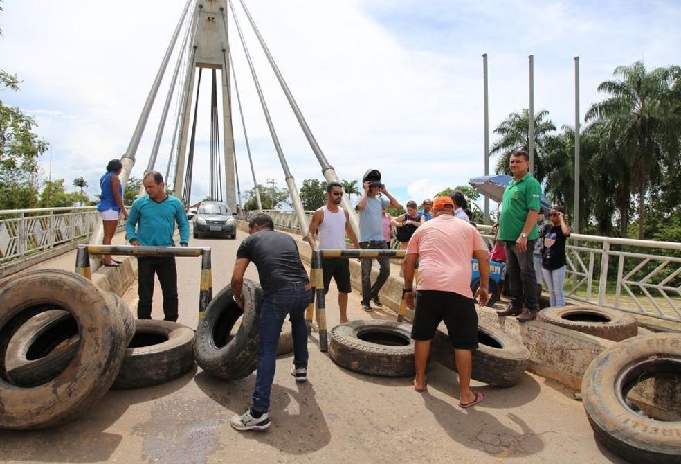 Família de acreano sequestrado chegou a fechar pontes que dão acesso à Bolívia em protesto (Foto: Alexandre Lima/Arquivo pessoal)