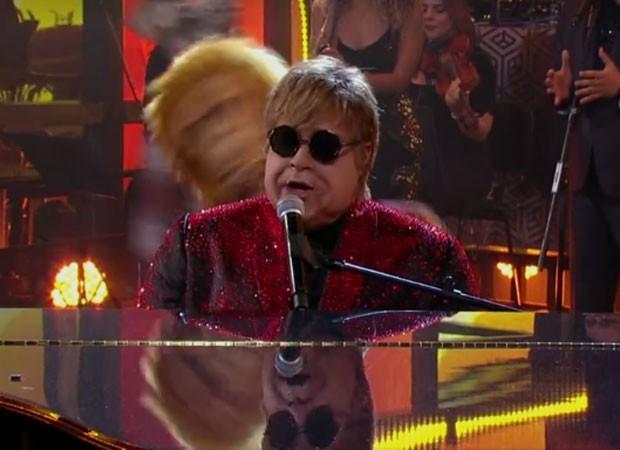 Tiago Abravanel como Elton John (Foto: Reprodução)