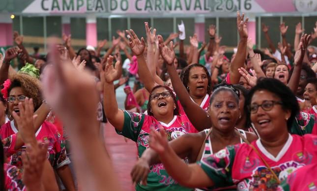 Ensaio de canto na quadra da Mangueira para o carnaval de 2017