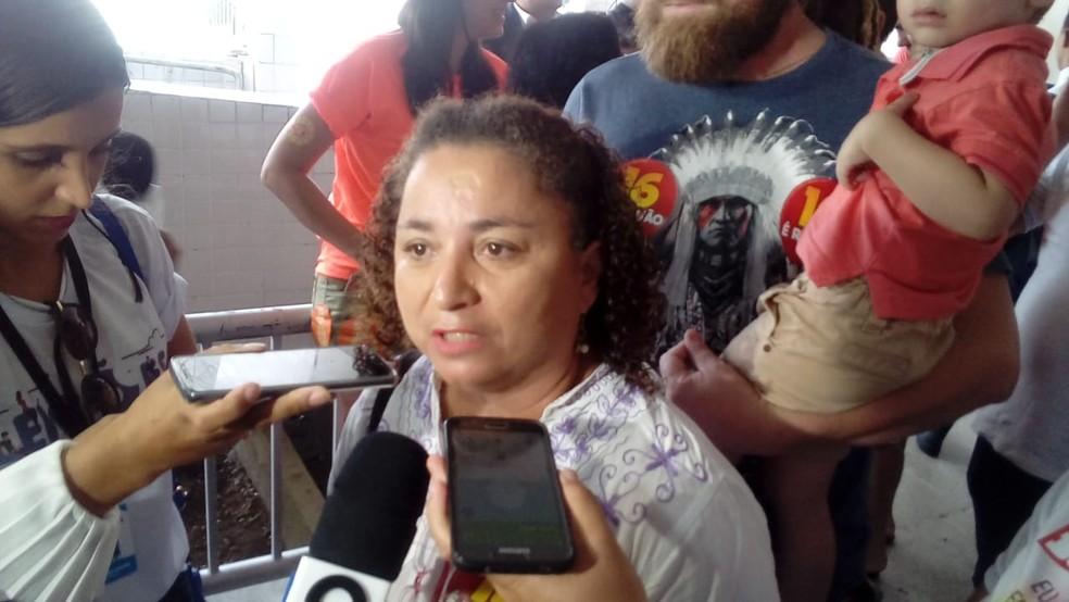 Candidata do PSTU, Rama Dantas, voltou para casa sem votar após urna eletrônica apresentar problema — Foto: Jamarrí Nogueira/CBN