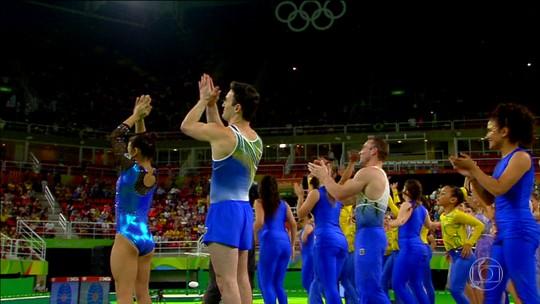 Sessão de gala da ginástica artística teve show dos destaques olímpicos