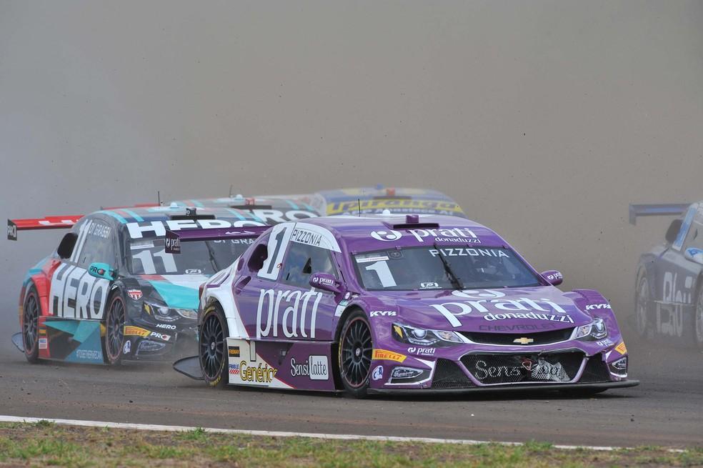Stock Car levantou muita poeira na pista suja de Campo Grande (Foto: Fernanda Freixosa / Stock Car)