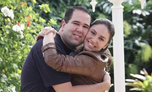 A jornalista Cecília Flesh com seu irmão, Guzi Flesh  (Foto: Arquivo pessoal)