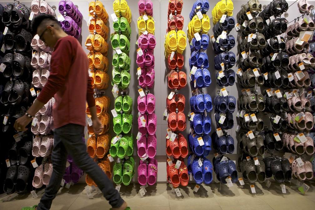 276ec190ee Marca de calçados Crocs fecha fábricas próprias e vai focar em ...