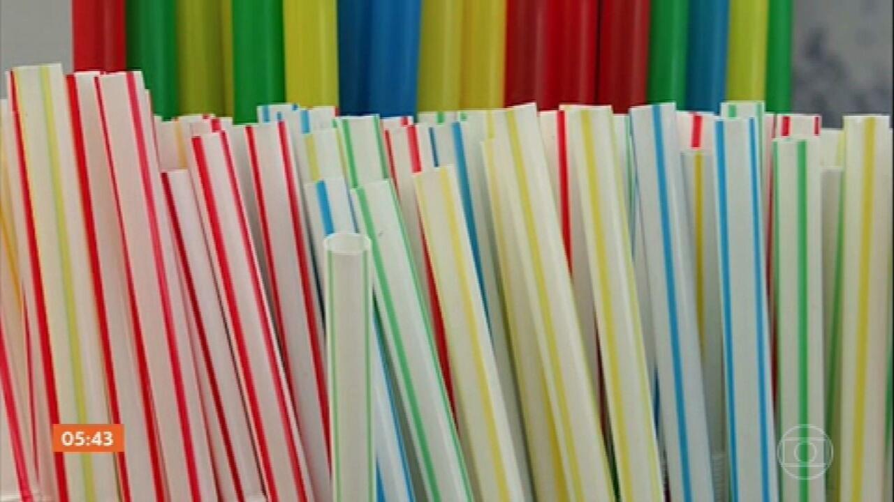 Canudos de plástico estão banidos da Inglaterra a partir desta quinta-feira