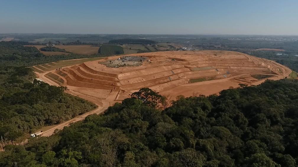Municípios devem enviar o lixo para aterros sanitários, como o de Fazenda Rio Grande, na região de Curitiba (Foto: Weliton Martins/RPC)