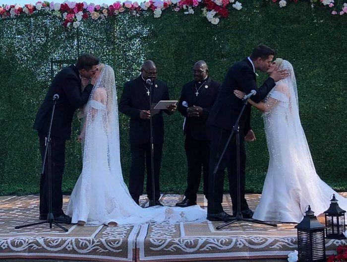Irmãos gêmeos se casam com cerimonialistas gêmeos (Foto: Reprodução/Facebook)