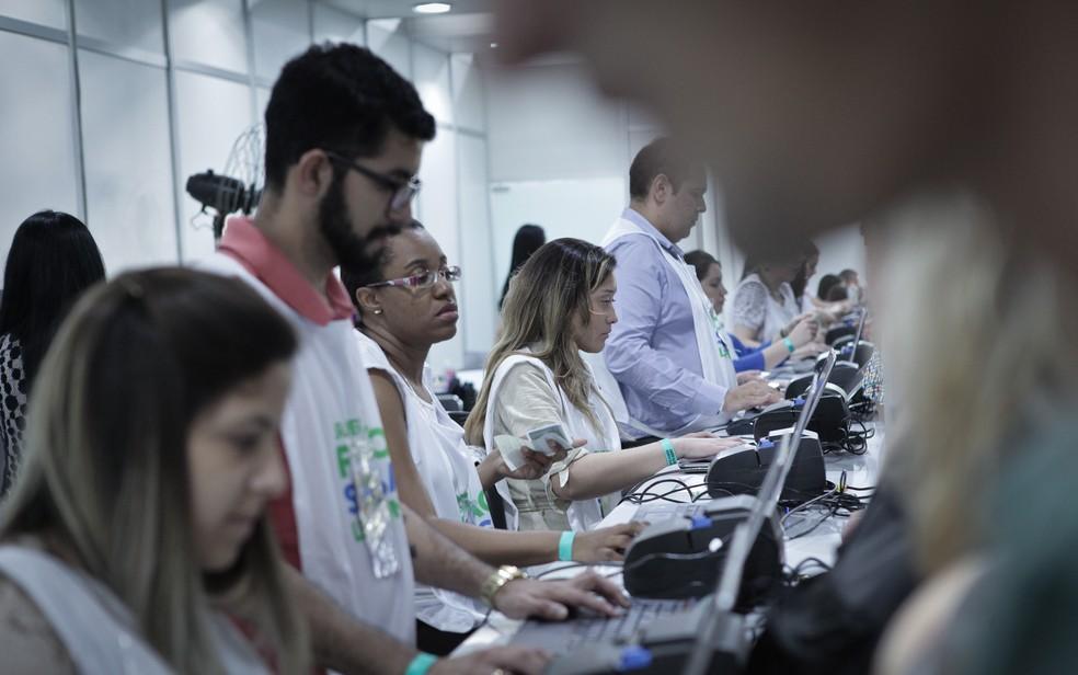 -  Mutirão para negociação de dívidas acontece nesta quarta  6  e quinta-feira  7  em Divinópolis  Foto: Caio Kenji / G1