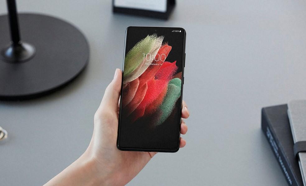 Galaxy S21 tem tela infinita de 6,2 polegadas e proteção Gorilla Glass Victus — Foto: Divulgação/Samsung