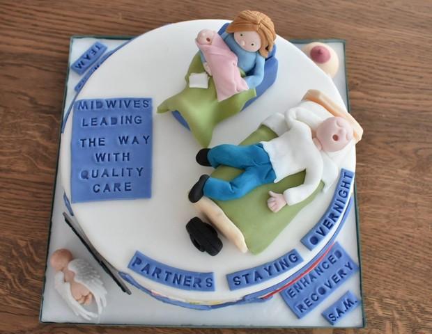Bolo confeitado pela parteira Clare Gill, do Burton Hospitals BHS Foundation Trust (Foto: Reprodução/Facebook)
