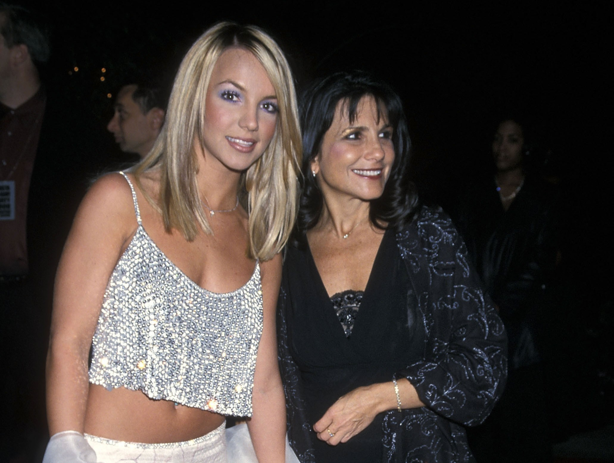 Mãe de Britney Spears defende filha e acusa pai da cantora de falta de transparência, diz site - Monet | Celebridades