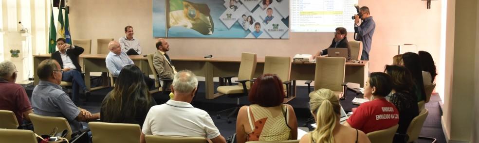 Governador do RN em exercício, Antenor Roberto (PCdoB), anunciou datas de pagamento durante reunião com o Fórum de Servidores Públicos — Foto: Assecom/GAC