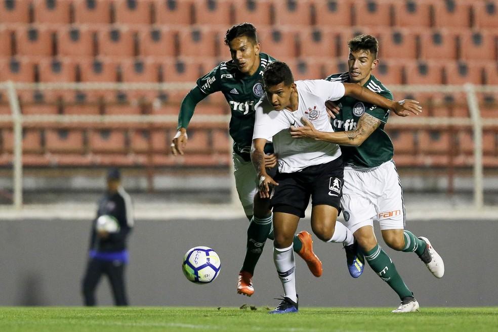 ... Matheus Matias está cedido ao sub-20 do Corinthians — Foto  Marco  Galvão  ce365ad63bddc