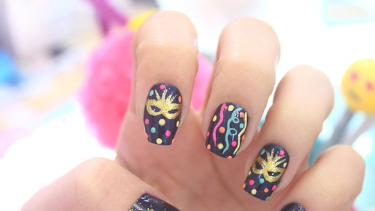 Decore suas unhas para o Carnaval