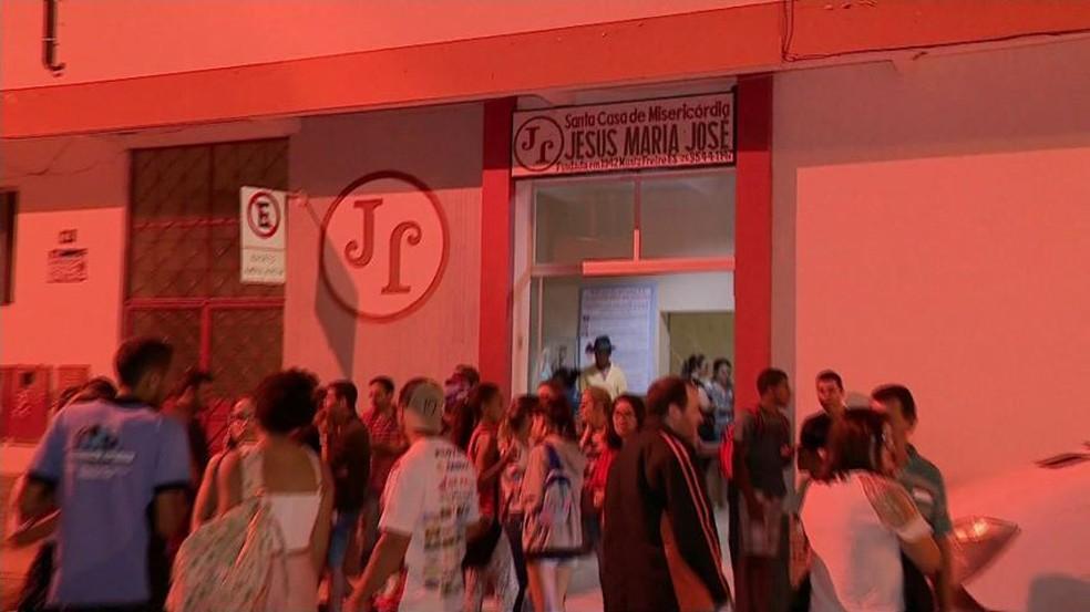 Dezoito feridos foram levados para a Santa Casa de Muniz Freire, no ES — Foto: Reprodução/ TV Gazeta