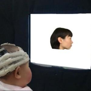 O estudo analisou a atividade cerebral de 14 bebês  (Foto: Universidade Chuo)