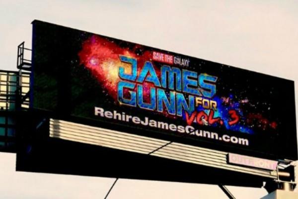 Fãs pedem volta de James Gunn ao comando do novo Guardiões da Galáxia em outdoor (Foto: Reprodução Twitter)