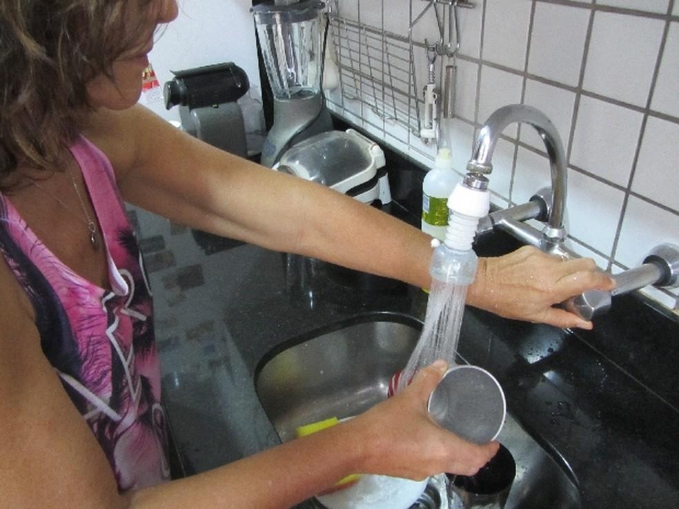 Mulheres gastam mais tempo em tarefas domésticas que homens (Foto: Divulgação/ Cesan)