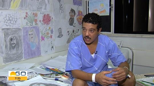 Lavrador internado em hospital de Goiânia faz desenhos para ajudar a aliviar dor e parar de fumar: 'Libertação'