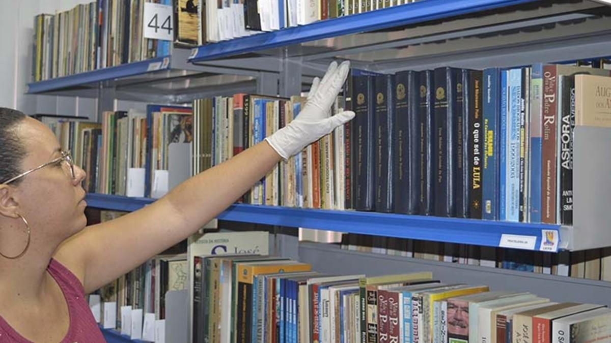 Biblioteca disponibiliza acervo de Ronaldo Cunha Lima para acesso público na PB