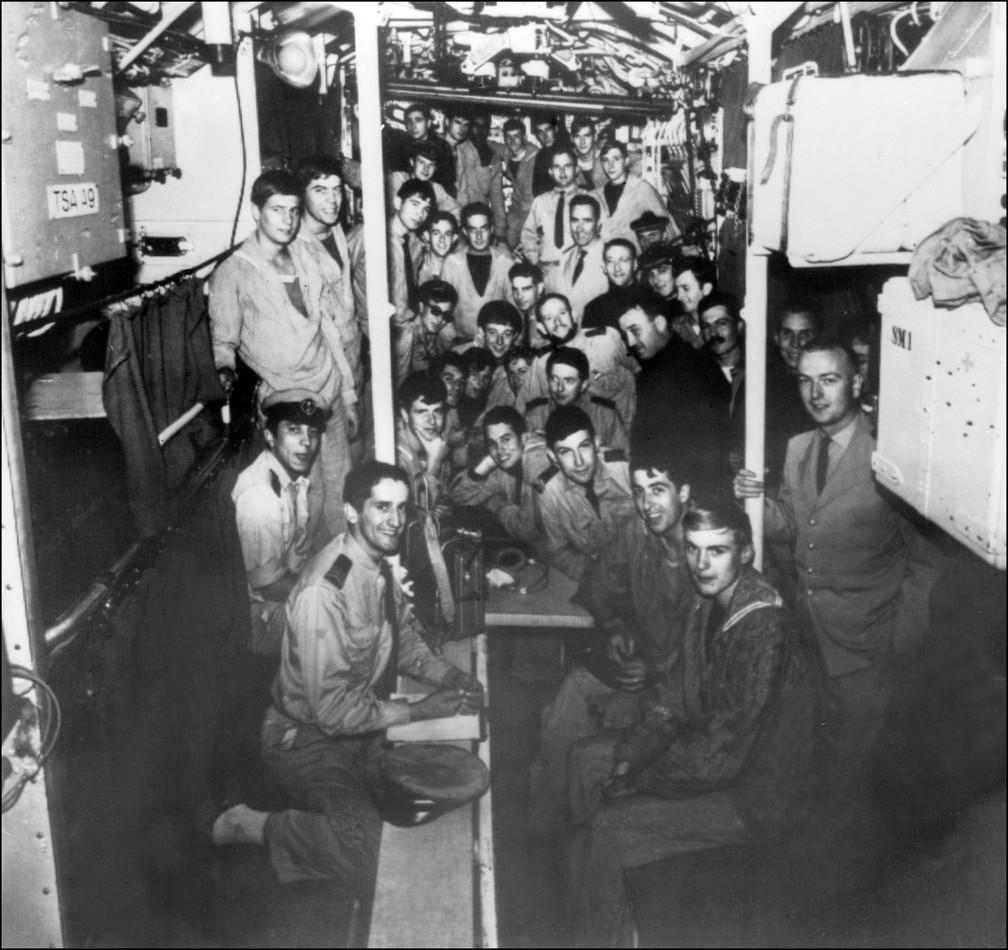 """Tripulação do """"La Minerve"""", em foto tirada na segunda metade de 1965. — Foto: STF/AFP"""