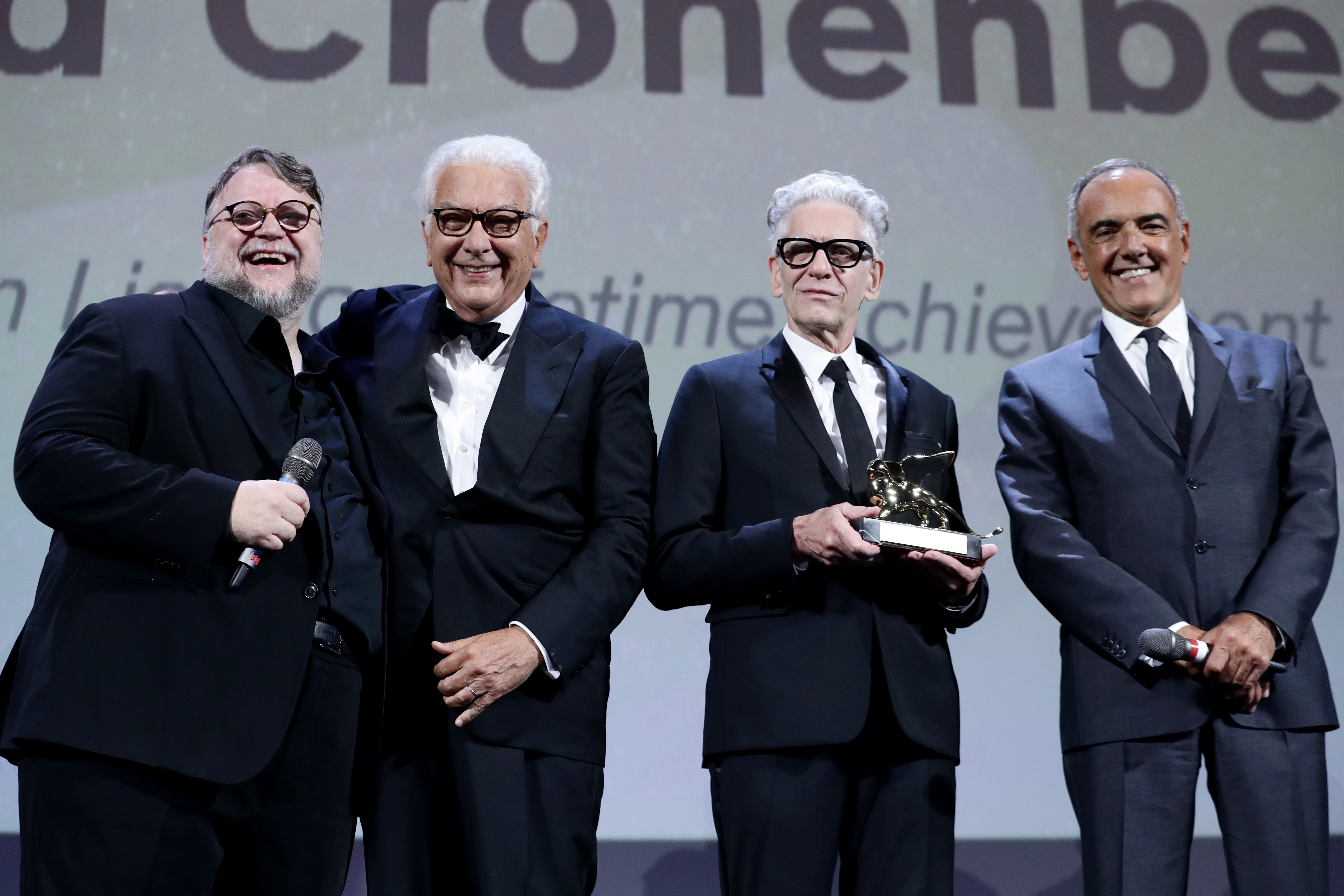 "VENICE, ITALY - SEPTEMBER 06:  President of the official jury Guillermo del Toro, president of the festival Paolo Baratta,  David Cronenberg and director of the festival Alberto Barbera are seen on the stage as they attend the ""M Butterfly"" screening and  (Foto: Getty Images)"