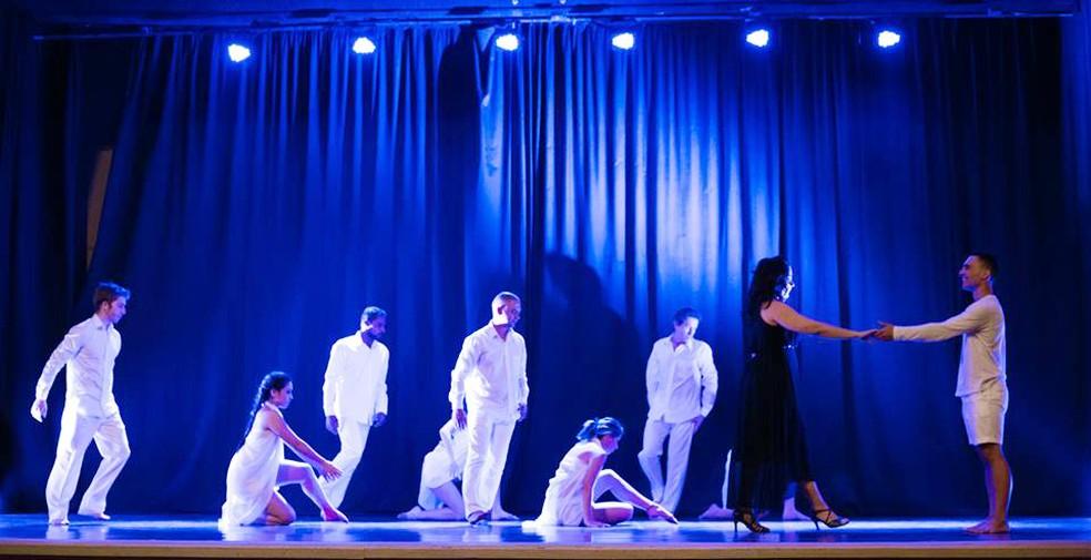Andrea voltou a dançar após a perda do filho e hoje enxerga a atividade como uma forma de terapia (Foto: Matheus Machado/Divulgação)