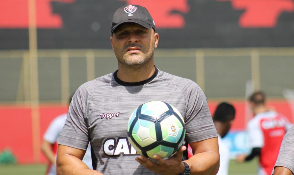 Flávio Tanajura será o treinador interino do Leão (Foto: Maurícia da Mata / Divulgação / E. C. Vitória)
