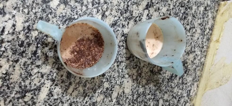 Copos que os vândalos teriam usado para tomar leite das crianças (Foto: Creche Rita Tereza de Araujo Silva Polo/Divulgação)
