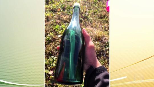 Americano acha mensagem em garrafa lançada ao mar 50 anos atrás por marinheiro russo