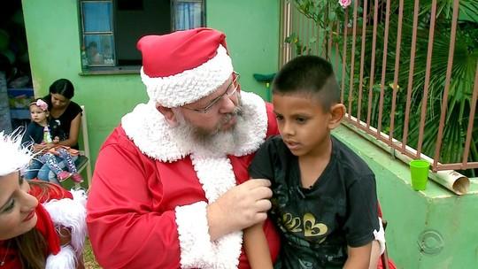 Menino ganha festa de aniversário após pedir bolo e salgadinhos para o Papai Noel