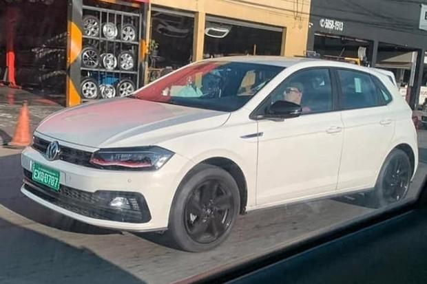 Volkswagen Polo GTS foi flagrado em testes de rua (Foto: Reprodução)