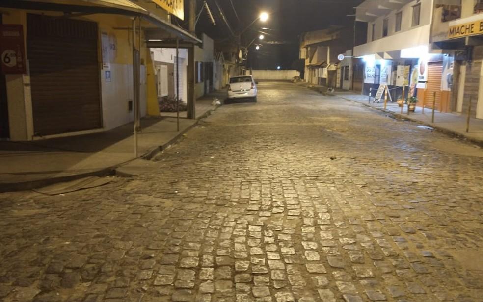 Passarela do Álcool em Ilhéus, no sul da Bahia, completamente vazia na noite desta sexta (19), primeiro dia de toque de recolher na Bahia — Foto: Izabela Freitas/TV Santa Cruz