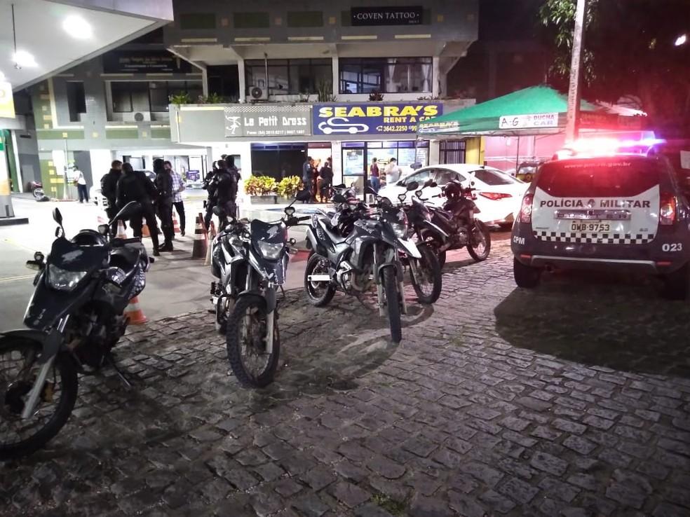 Policial militar foi baleado na avenida Roberto Freire, uma das principais de Natal — Foto: Julianne Barreto/Inter TV Cabugi