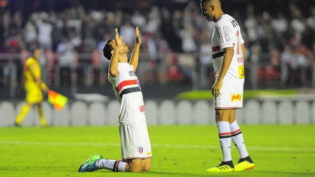 Nenê comemora o segundo gol pelo São Paulo
