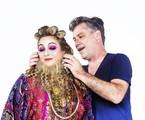 Leopoldo Pacheco dá os úlltimos reoques na maquiagem de Ana Baird | Leo Aversa