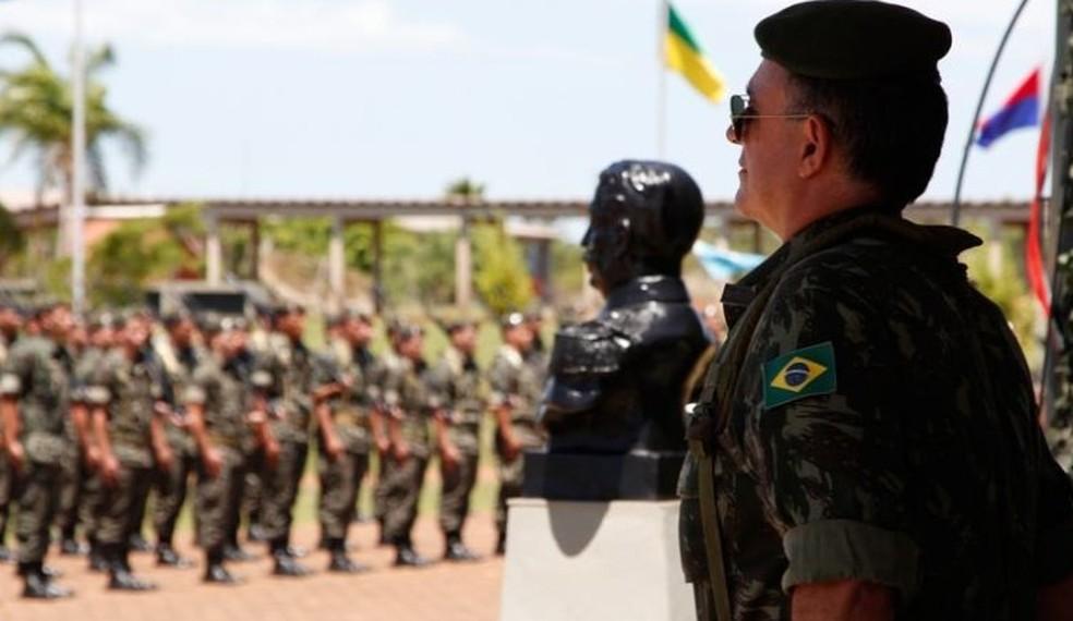 Carlos Roberto Pinto de Souza em atividade com o Exército — Foto: Exército Brasileiro