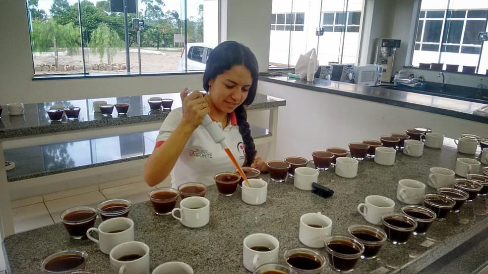 Raquel fez a graduação no IF Sul de Minas e se especializou em Instituto de Campinas (SP) (Foto: Arquivo Pessoal/Raquel Miranda)