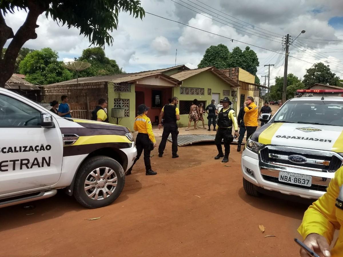Motorista de carro rebaixado é detido por direção perigosa após ser perseguido por 2 Km em Boa Vista