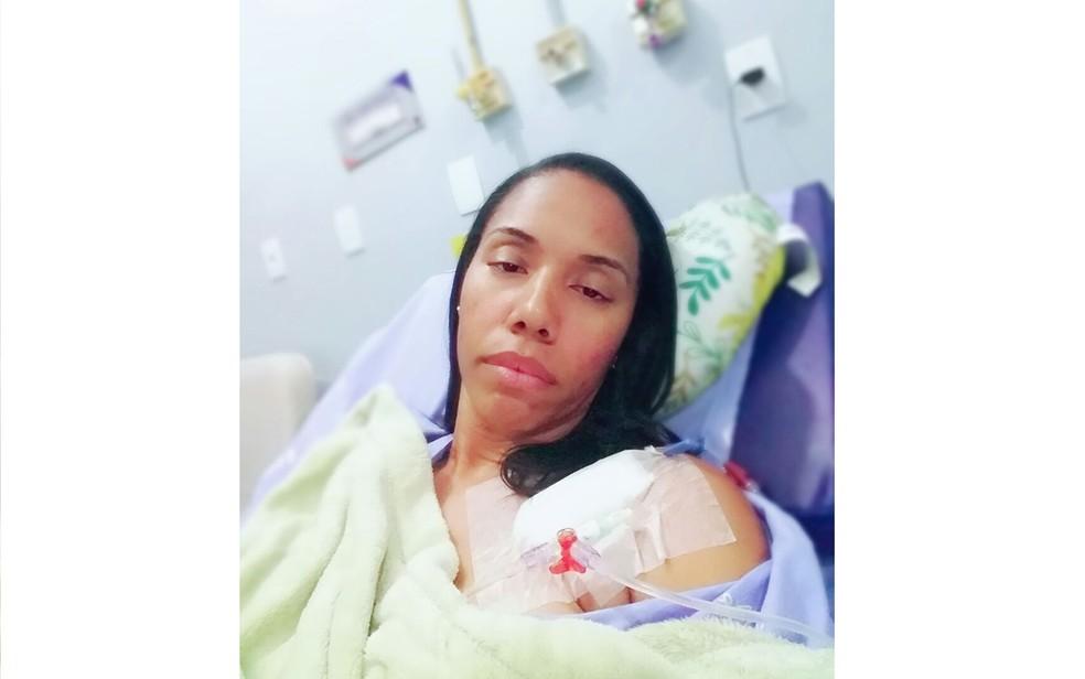 Jovem está internada em hospital particular de Salvador para tratar bactéria (Foto: Arquivo Pessoal/ Daniela Costa)