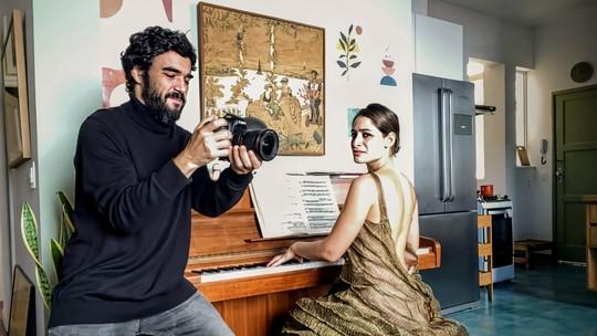 Caio Blat e Luisa Arraes lembram rotina de 24 horas de trabalho em 'Amor e Sorte': 'Acordávamos ao vivo'