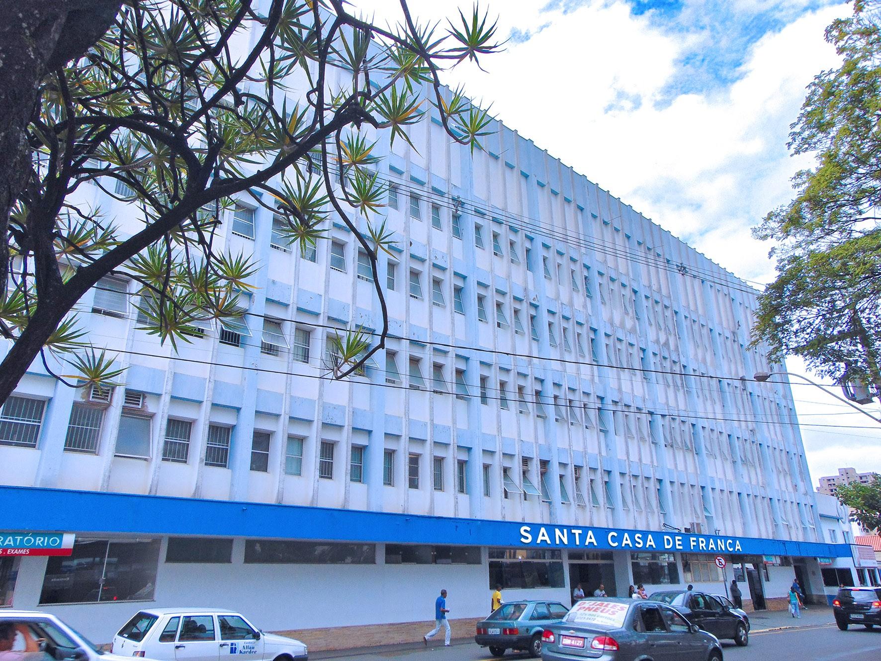 Justiça proíbe estado de SP de enviar pacientes com Covid-19 à Santa Casa de Franca, SP, que tem 100% dos leitos ocupados